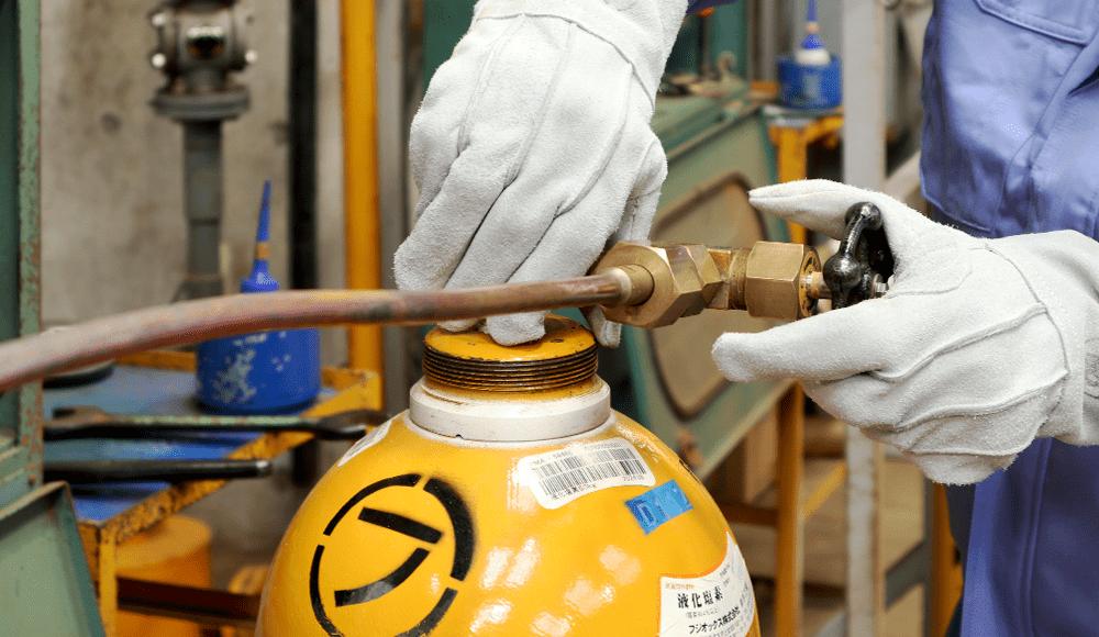 化学の力で水や空気をクリーンに。ガスと化学に精通するフジオックス